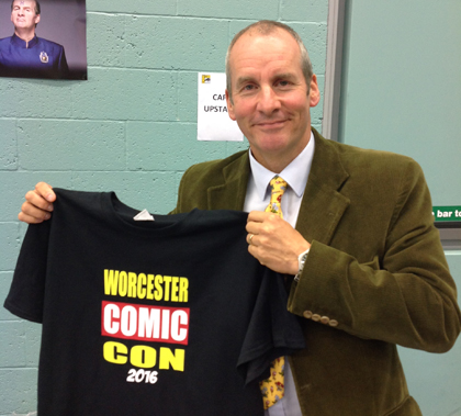 Chris Barrie with Worcester Comic Con-T-Shirt
